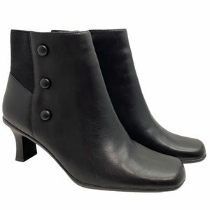 Cover Girl Black Boots Sz 6.5M